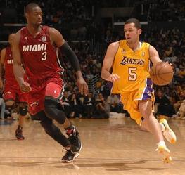 Jordan Farmar drives to the basket.
