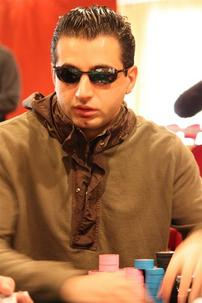 Ali Eslami enters the final table with 395,000