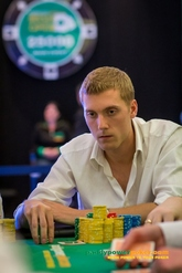 Manig Loeser leads day 3 of the main event