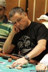 Eli Elezra slides out a bet