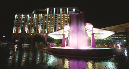 Featured_exteriornight_fountain_sm