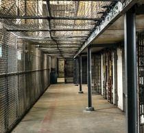 Thumbnail_prison-1652896_960_720