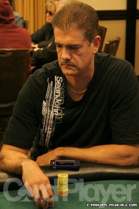 Randy Gil won't repeat as champion in Reno
