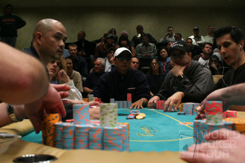 A crowded final table venue