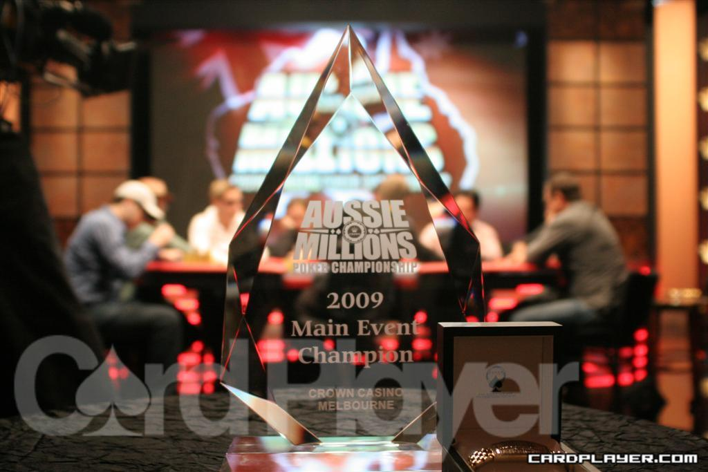 Main Event Trophy and Final Table